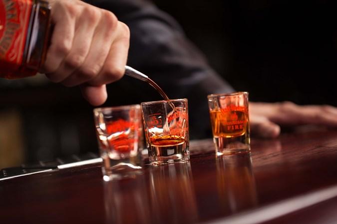 jack-daniels-fire-canela-bebidas-drinks-houseando